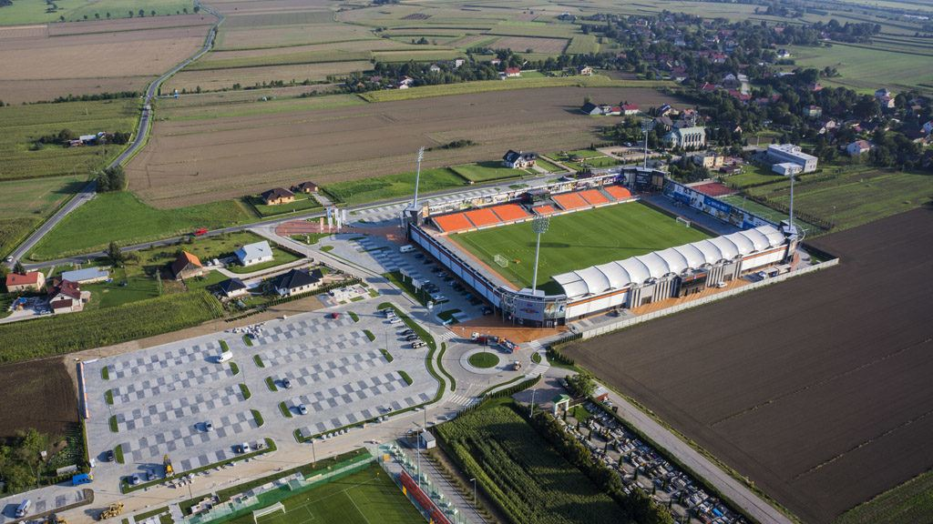Śmieszne Historie o Piłce Nożnej w Polsce: Introducing Bruk-Bet Termalica Nieciecza, Europe's Smallest Ever Top Flight Football Club - Copyright - https://www.bruk-bet.pl/public/images/parking-i-stadion-bruk-bet-termalica-nieciecza.jpg